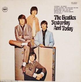"""Nový obal desky """"Yesterday and Today"""", který narychlo nahradil kontroverzní první verzi."""