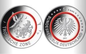 Pětieurová mince s polymerovým kroužkem, která má každý rok premiéru na World Money Fairu, se dnes v proof kvalitě prodává od 35 do 50 Eur.