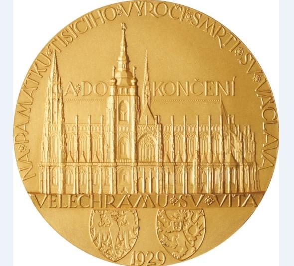 Nejdražší položka chystané aukce - Zlatá medaile Dokončení stavby chrámu sv. Víta, J. Šejnost z roku 1929, vyvolávací cena 60 000 EUR