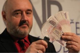Jaroslav Moravec je náš přední odborník na papírová platidla a mince.