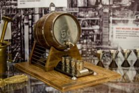 V Muzeu Třineckých železáren a města Třince je od 5. února 2020 pod názvem Werkfušky k vidění výstava rozmanitých výrobků kutilsky vytvořených v Třineckých železárnách i mimo ně. Na snímku je soudek na alkohol.