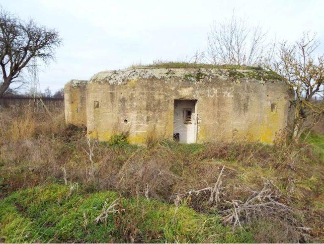 V nabídce úřadu je řada bunkrů. Tento se nachází v Postoloprtech a jeho vyvolávací cena je 75 060 Kč.